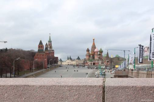 into the wind Bolshy moskretsky bridge red square: Kremlin